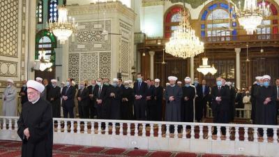 الرئيس الأسد يؤدي صلاة عيد الفطر في الجامع الأموي بدمشق