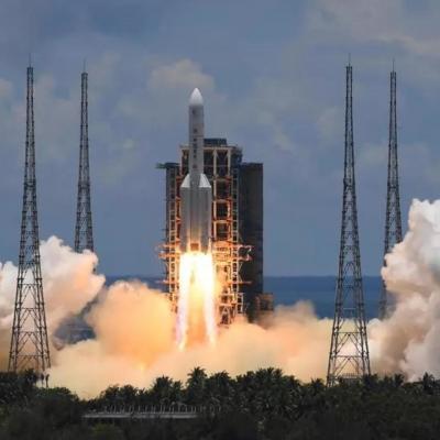 """المسبار الصيني """"تشينج-5"""" يجمع عينات من التربة على القمر"""