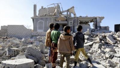 انفجار سيارة مفخخة أثناء مرور عربات مدرعة إماراتية.. وضحايا إثر قصف التحالف السعودي لليمنيين