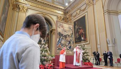 البابا فرانسيس في احتفال عيد الميلاد: وجوه أطفال سورية والعراق واليمن يجب أن تهز الضمائر