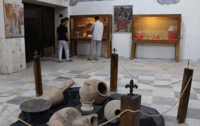 """""""جهاديون"""" يقتحمون متحف إدلب ويحطّمون التماثيل الموجودة فيه"""