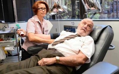 كيف أنقذت دماءُ هذا الرجل حياةَ مليوني طفل؟