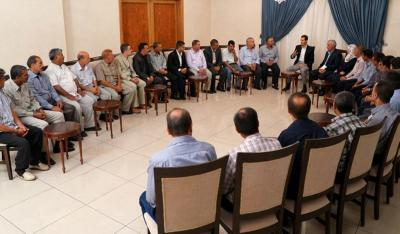 الرئيس الأسد يستقبل عمال شركة إسمنت الرستن
