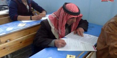 رجل سبعيني يعود لمقاعد الدراسة عبر امتحانات شهادة التعليم الأساسي