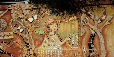 لوحة جدارية تنشر الحب والجمال وسط دمشق