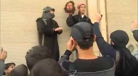 """داعش تقطع رأس. أصدر تنظيم """"الدولة الإسلامية بالعراق والشام"""" بياناً أوضح فيه أنه أقدم على ذبح أحد مقاتليه في مدينة حلب شمالي سوريا عن طريق الخطأ."""