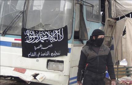"""عنصر من """"جبهة النصرة"""" على معبر حدودي بين سوريا والاردن بعد سيطرة الجبهة عليه امس الاول (رويترز)"""