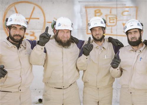 بعض العاملين في «القبعات البيضاء»